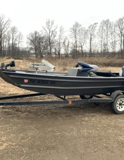 dec14-fishing-boat-evinrude-motor
