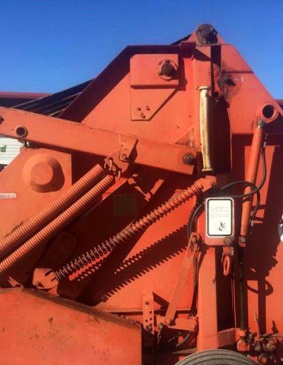 lot-56-hesston-rounder-5500-hay-baler5