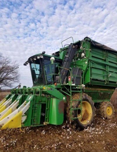lot-61-9965-john-deere-4-row-cotton-picker1