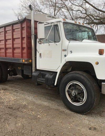 lot-83-1989-international-truck1