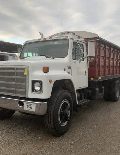 lot-83-1989-international-truck2